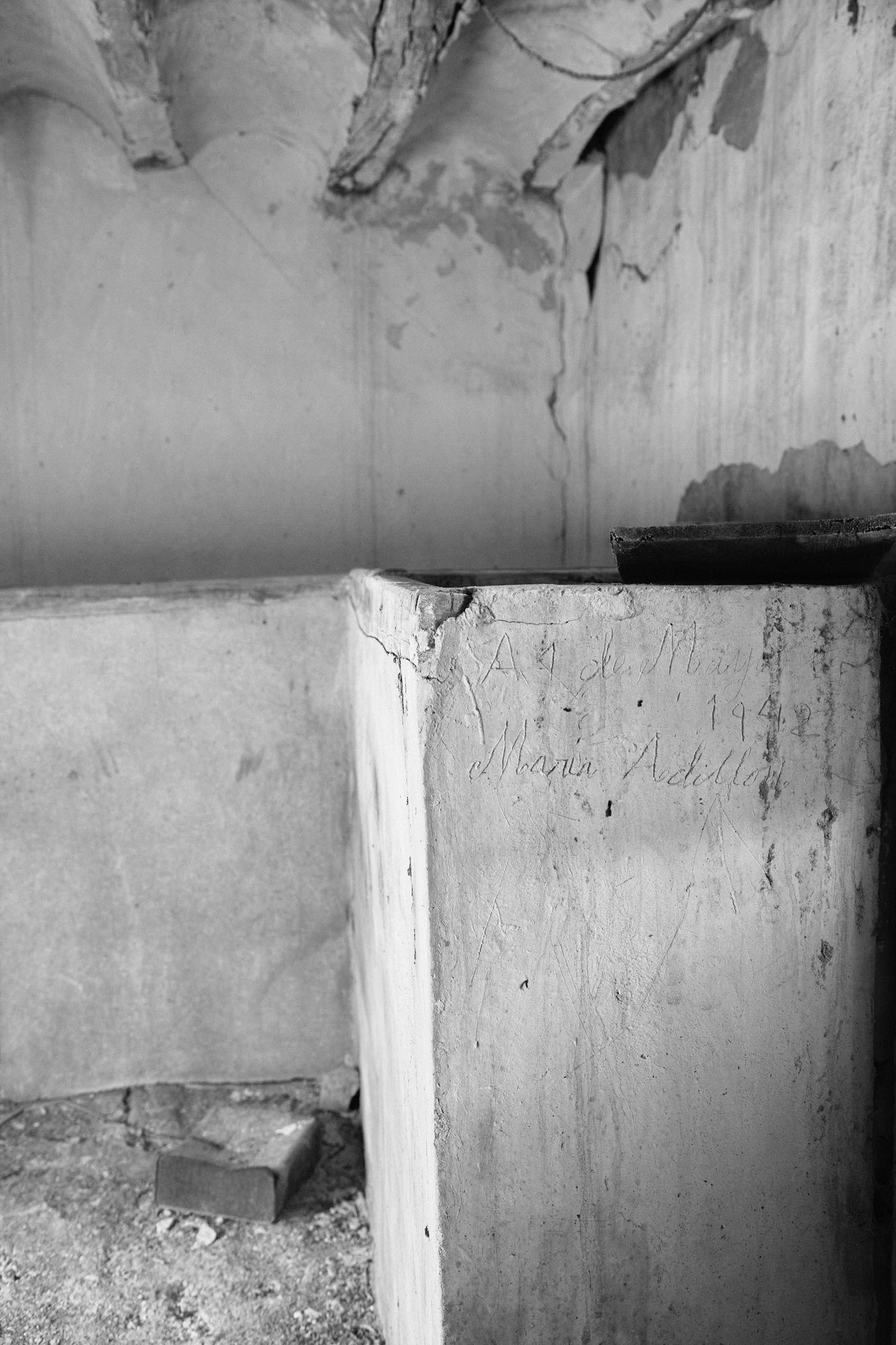 A old room in ruins with a scratch writing in a wall. Black and white photography. Nostalgic.