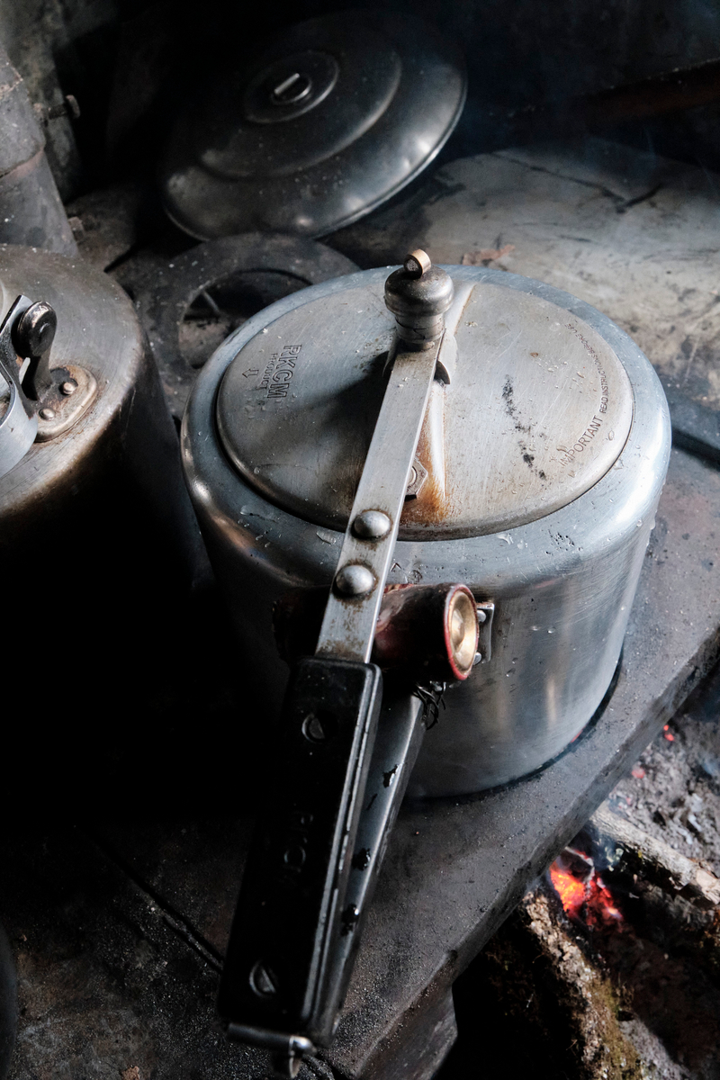 A stem cooking pot.